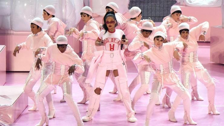 Rihanna HBA VMA